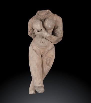 Antico busto indiano raffigurante un' Apsara con scorpione