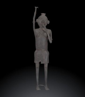 Antica fusione in bronzo, portatrice d'acqua etnia Gond