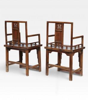 Coppia di sedie cinesi intagliate in legno di canfora