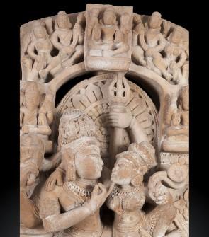 Antico altorilievo raffigurante Shiva, Parvati e i figli