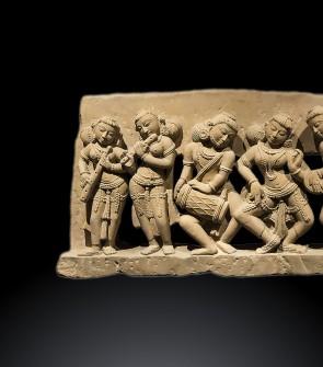 Prezioso pannello raffigurante Apsara e Gandharva