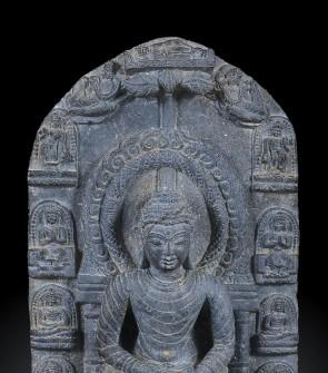 Pala in scisto raffigurante Buddha Sakyamuni