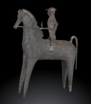Antica fusione in bronzo raffigurante cavaliere, etnia Gond