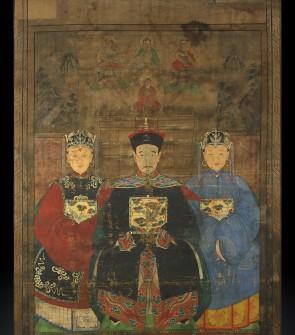 Dipinto raffigurante un alto dignitario cinese con le mogli al fianco.