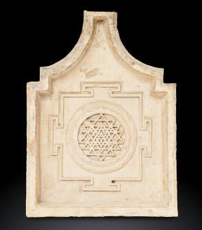 Antica fontana tantrica raffigurante lo Śrī Yantra